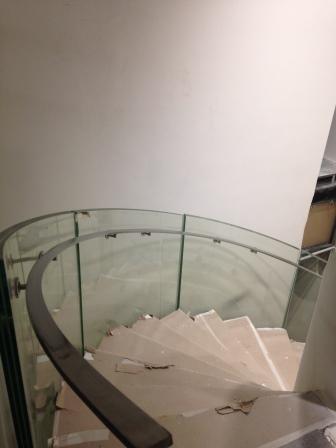 Execução da obra de vidro curvo