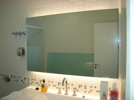 Espelho reto-iluminado